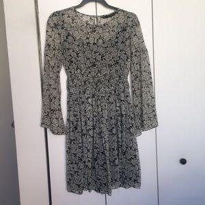 Zara floral dress. SZ M. Barely worn.